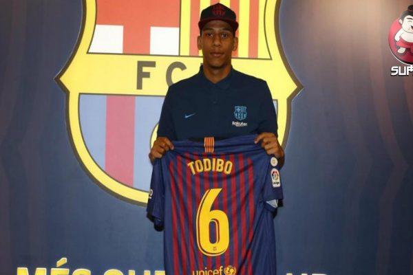 AC Milan Bidik Bek Muda Barcelona