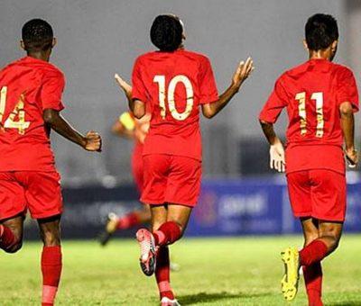 Ratusan suporter Indonesia